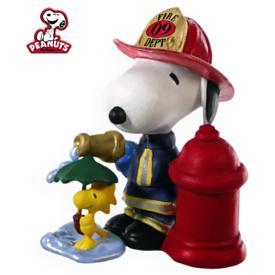 2009 SPOTLIGHT ON SNOOPY #12 - FIREFIGHTER SNOOPY  HALLMARK ORNAMENTS
